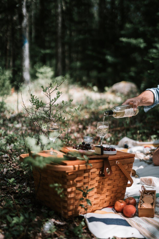 Op pad met een picknickmand